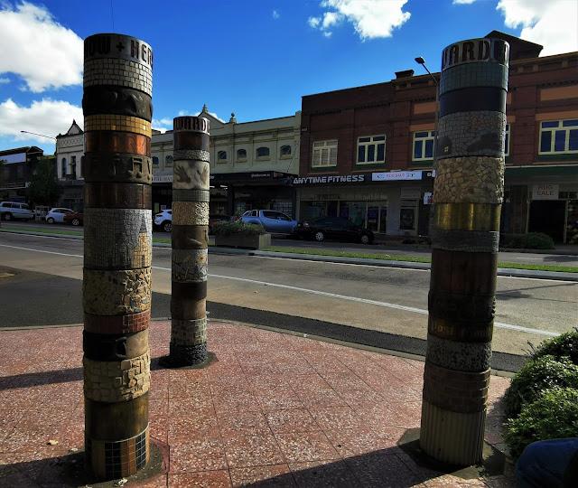 Goulburn Public Art   'Three Poles' by Marilyn Puschak
