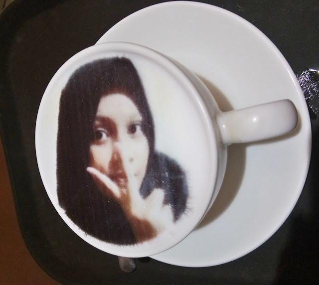 print wajah di minuman kekinian di cafe keluarga yang murah