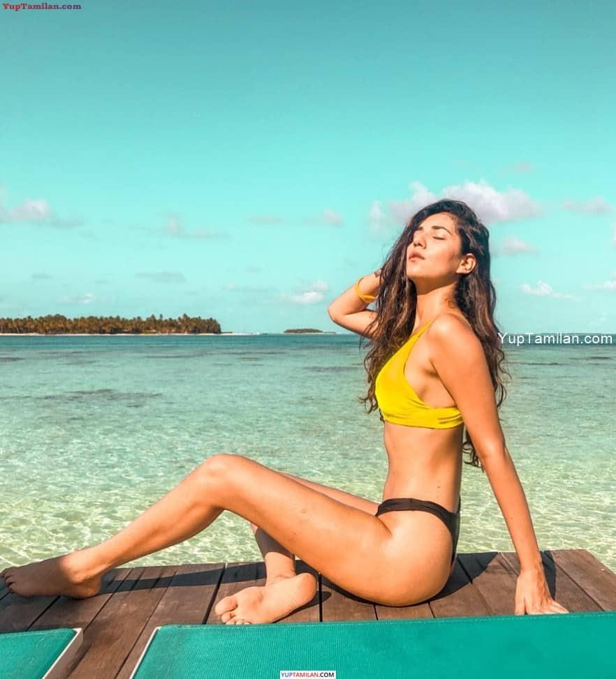 Radhika Seth Sexy Swimwear, Bikini, Bra Pictures