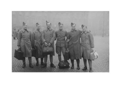 image from  Snapshots by Corina Duyn, with photo of 6 soldiers during mobilisation 1939. Amsterdam