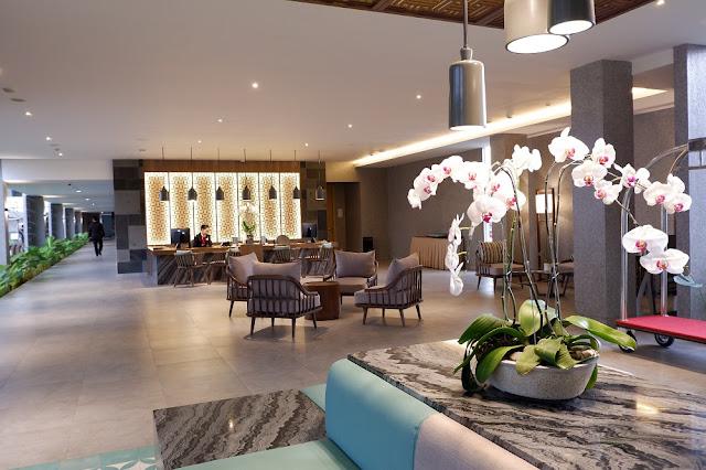 Interior di lobby Santika Garut
