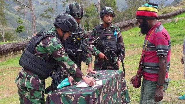 Satgas TNI Yonif Para Raider 305 Tengkorak