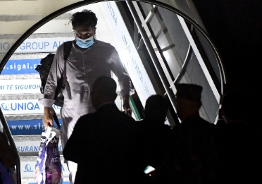 After Afghan deadly suicide bombings, evacuation flights resume