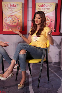 Shilpa Shetty super cute fit in Yellow T Shirt 24.JPG