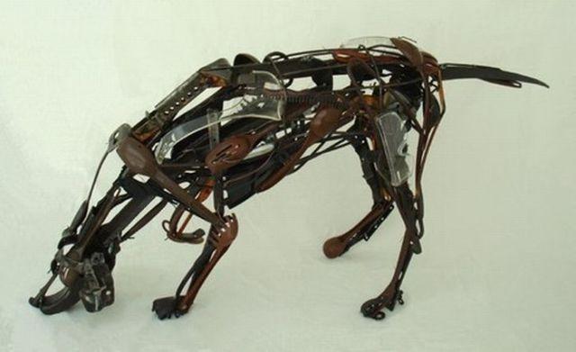 Escultura de  un sabueso con fierros reciclados