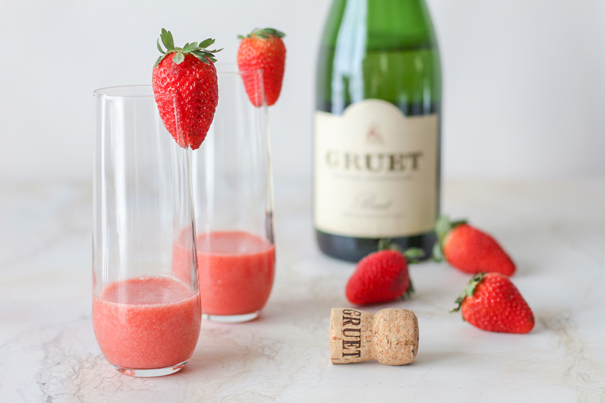 Easy Strawberry Bellini Champagne Cocktail