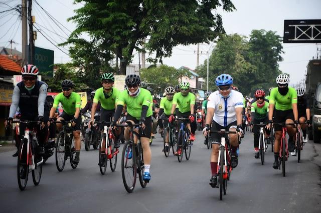 Danrem 081/DSJ  Ikuti Event Gowes di Surabaya, Gelorakan Semangat Ojo Kendor
