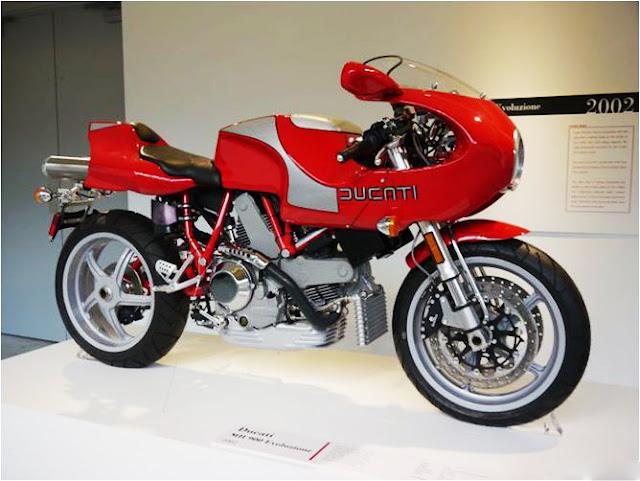 môtô Ducati MH900e