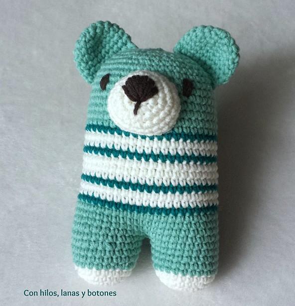Con hilos, lanas y botones: Oso bípedo Donato verde