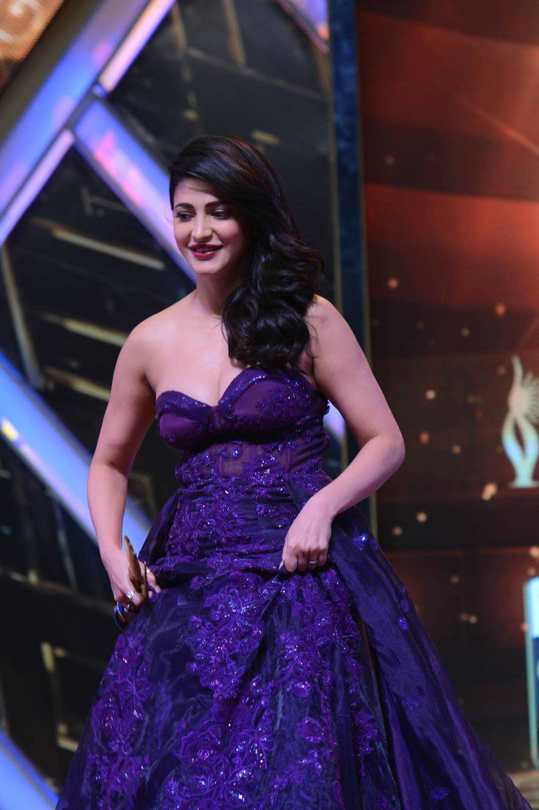 Shruti Haasan Hot Photos At IIFA Utsavam Awards