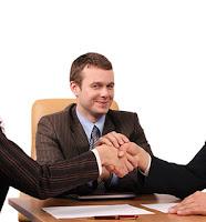 Alıcı ve satıcının anlaşmasını sağlayarak komisyon kazanan mutlu komisyoncu