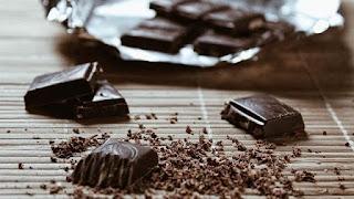 Suka Makan Cokelat saat Menstruasi Datang, Ini Alasannya, Menstruasi Bikin Perempuan Makin Doyan Makan Cokelat?, Makanan yang Jadi 'Sahabat' Perempuan Saat Datang Bulan