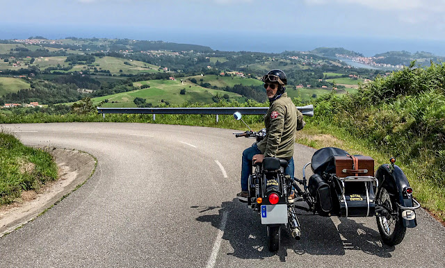 Royal Enfield Classic con sidecar