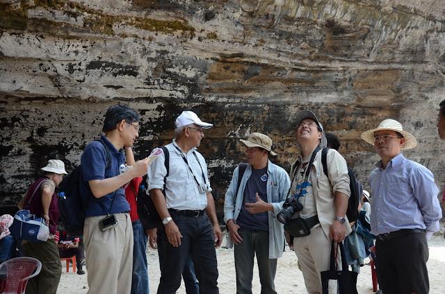 """Tại đảo Lý Sơn, các chuyên gia quốc tế """"choáng ngợp"""" trước một lớp trầm tích hiếm có trên thế giới"""