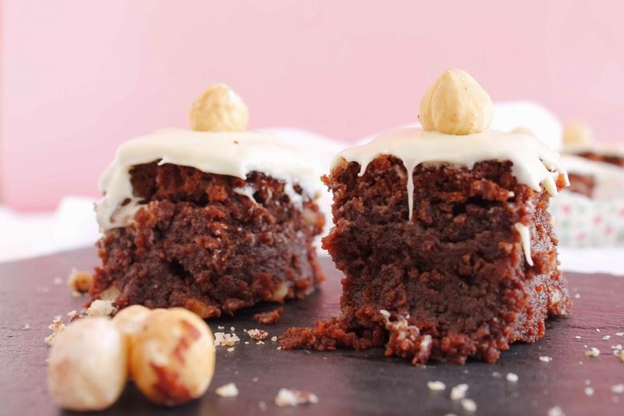Receta Bocaditos de chocolate y avellanas bañados de chocolate blanco