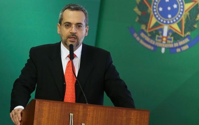 MPF processa ministro da Educação por sugerir a universidades federais do RN substituir terceirizados por alunos