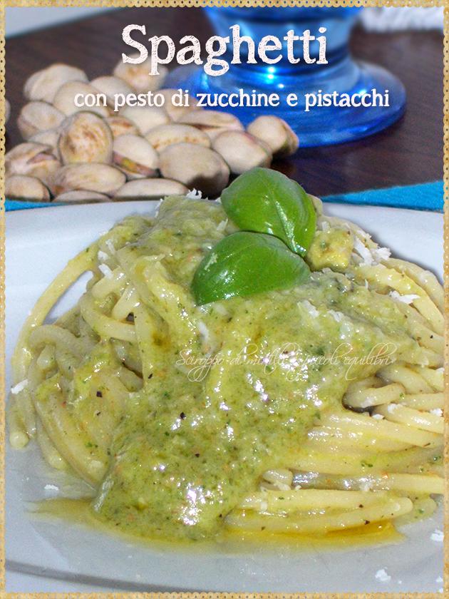 Spaghetti con pesto di zucchine e pistacchi