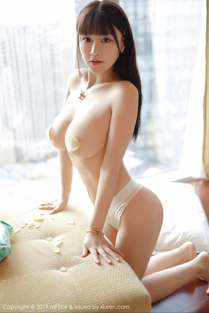 Hot and sexy topless photos of beautiful busty asian hottie chick Chinese babe model Zhu Ke Er photo highlights on Pinays Finest Sexy Nude Photo Collection site.