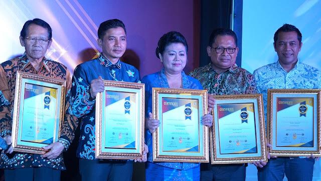 Bupati Mas Sumatri Terima Anugrah Best Perfomance of The Year 2019