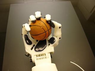 ROBOT HUMANOID : KALENG RASA MANUSIA