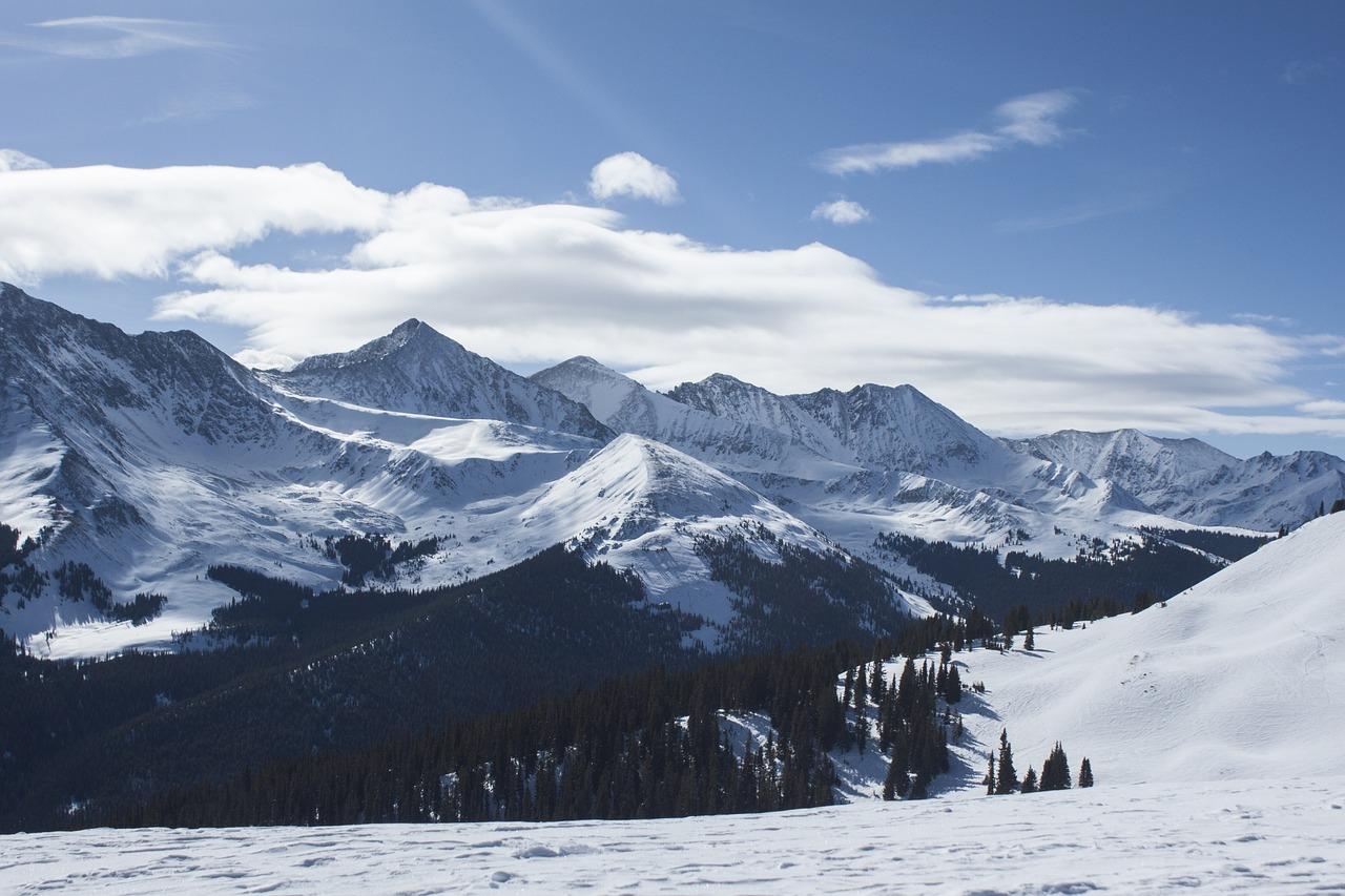 Les Alpes enneigés
