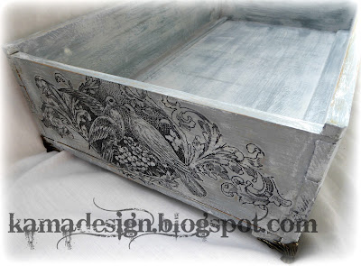 Vintage DIY bed for your pet painted with chalkpaint back