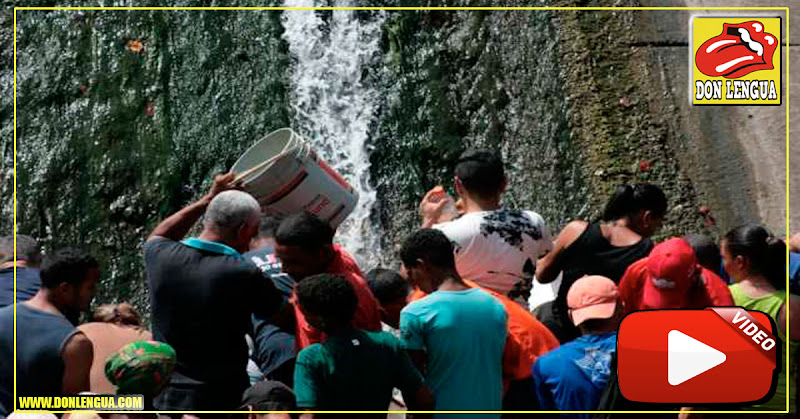 Venezolanos sedientos acuden al Río Guaire para bañarse en sus aguas como Chavez quería