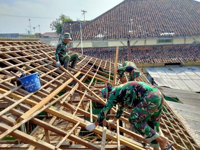 Dandim 0716/Demak Rehab Atap Gedung Tk Kartika III-41 Demak
