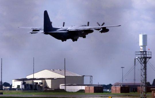 Cierran base de EE.UU. en Reino Unido tras incidente de seguridad