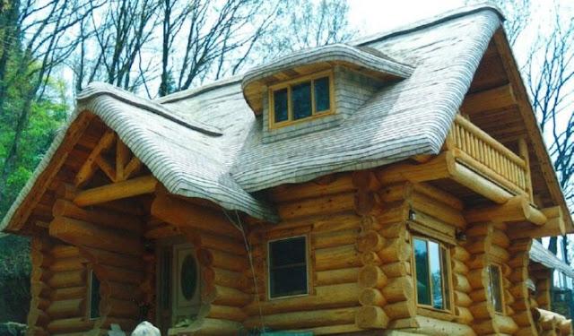 บ้านไม้และหลังคาไม้