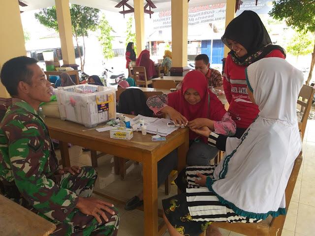 Sukseskan Posyandu, Serda Mursidi Ikut Tulis Buku Kesehatan