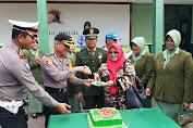 Polres Enrekang beri Kejutan pada Kodim 1419 Enrekang di Puncak HUT TNI ke - 74