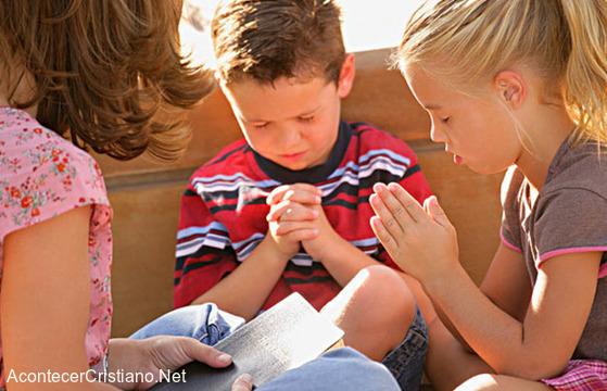 Religiosidad - Niños orando