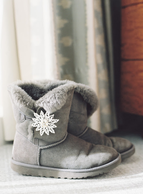 Cute winter wedding boots for Jenna's Willow Ridge Country Club Wedding | Karen Hill Photography