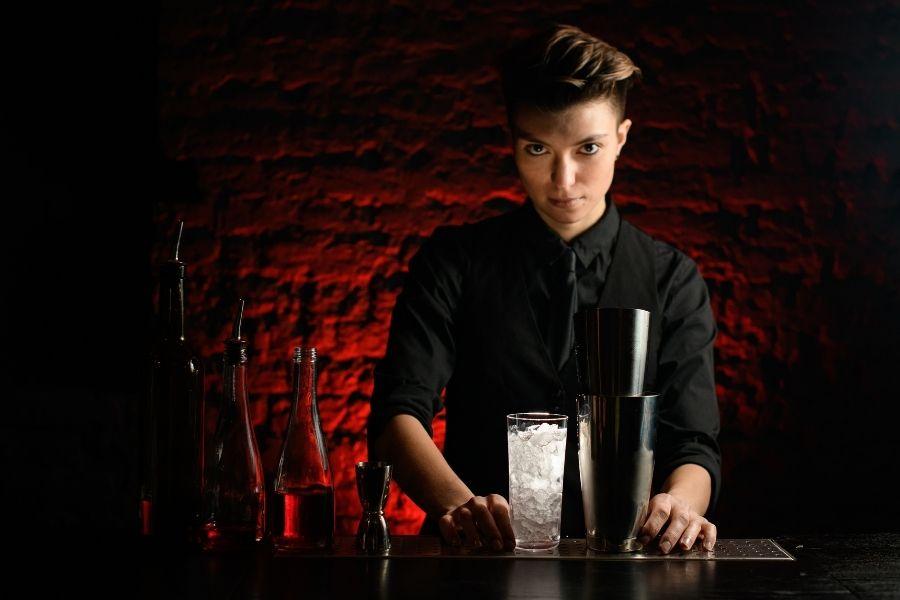 barwoman-scary-look
