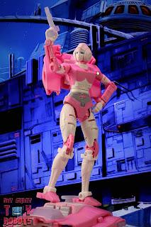 Transformers Kingdom Arcee 02