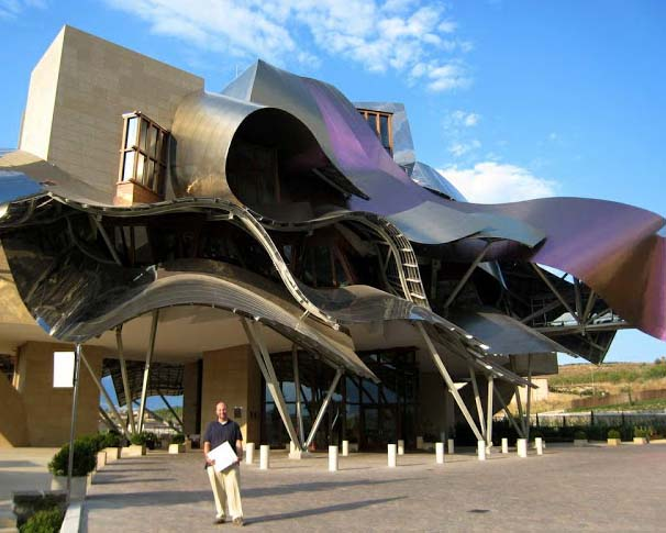 Frank Gehry made this architecture, which sits in the core of Spain, wine growing area Rioja. The construction of this hotel is modern in its style that is prominent in the nearby vineyards because of the gigantic titanium decorations. An isolated spa annexure, superb bar and restaurant increase its attraction.