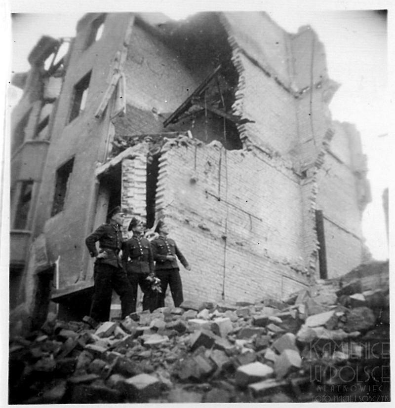 Wrocław. Zdjęcie z albumu rodzinnego. Ruiny.