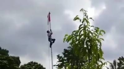 Heroik! Tali Tersangkut,  Siswa SMK Di Bone Panjat Tiang Bendera