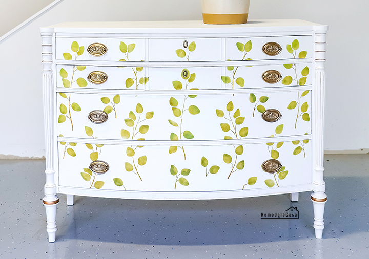 Sheraton four drawer, bow front chest of drawers with cookie corner top