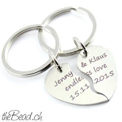 Schlüsselanhänger mit zwei herzhälften als partner geschenkidee oder freundschaftszeichen