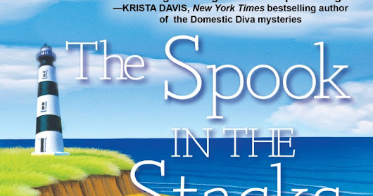 The Spook in the Stacks - by Eva Gates - #review #giveaway