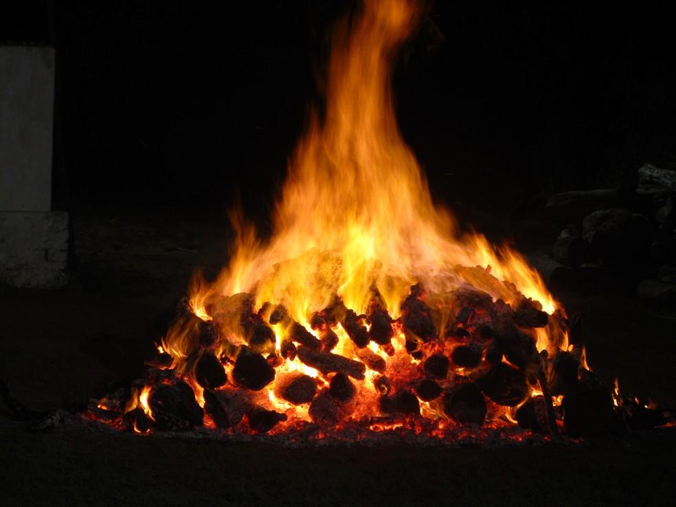 Aurora proíbe fogos e fogueiras no período junino devido à pandemia da Covid-19