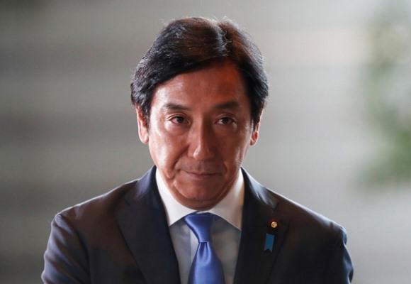 Đem biếu trái xoài, con cua, hai bộ trưởng Nhật mất ghế