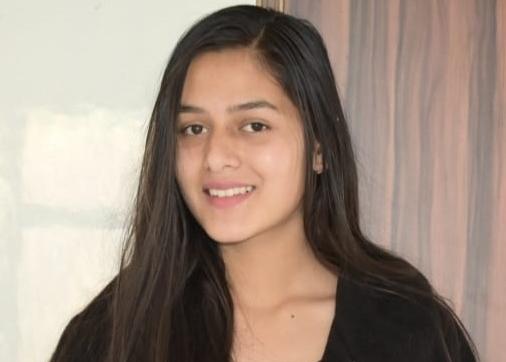 आनी स्कूल की छात्रा तनुजा शर्मा ने निबंध प्रतियोगिता में जिला भर में झटका दूसरा स्थान