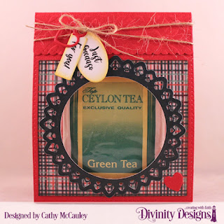 Divinity Designs Stamp Set: Festive Favors Tag Sentiments, Paper Collection: Christmas 2017, Mixed Media Stencils: Circles, Custom Dies: Festive Favors, Filigree Circles