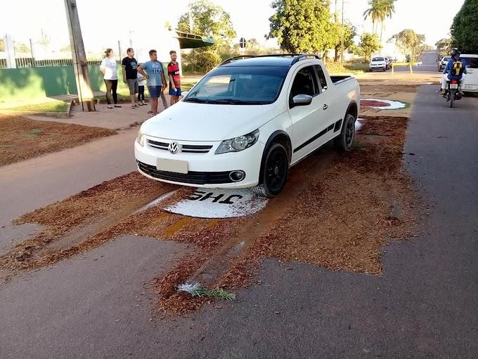 Policial destrói tapete de Corpus Christi com carro e fiéis se revoltam em RO