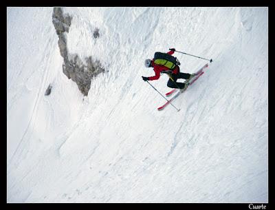 Esquiando el corredor Norte de Punta Escarra