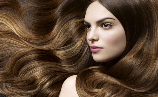 mulher de cabelos longos