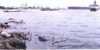 Encuentra cadáver de hombre en el río Higuamo de SPM atado a una cadena y cuatro blocks